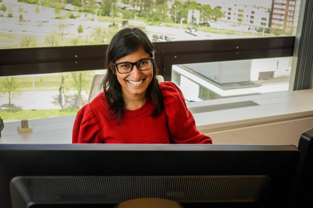 Rosita achter de computer